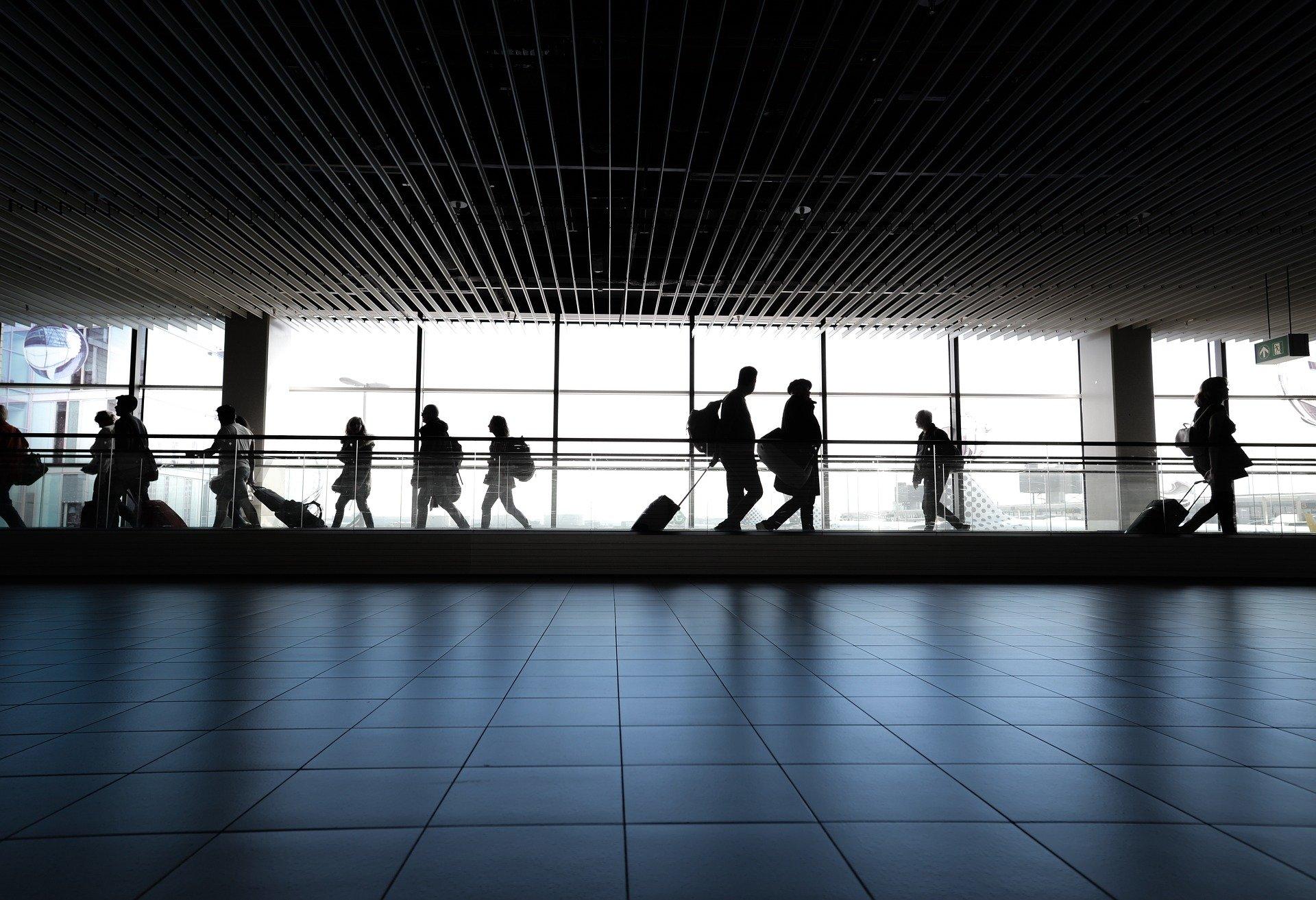IMAGEM: Governo proíbe voos vindos da África do Sul