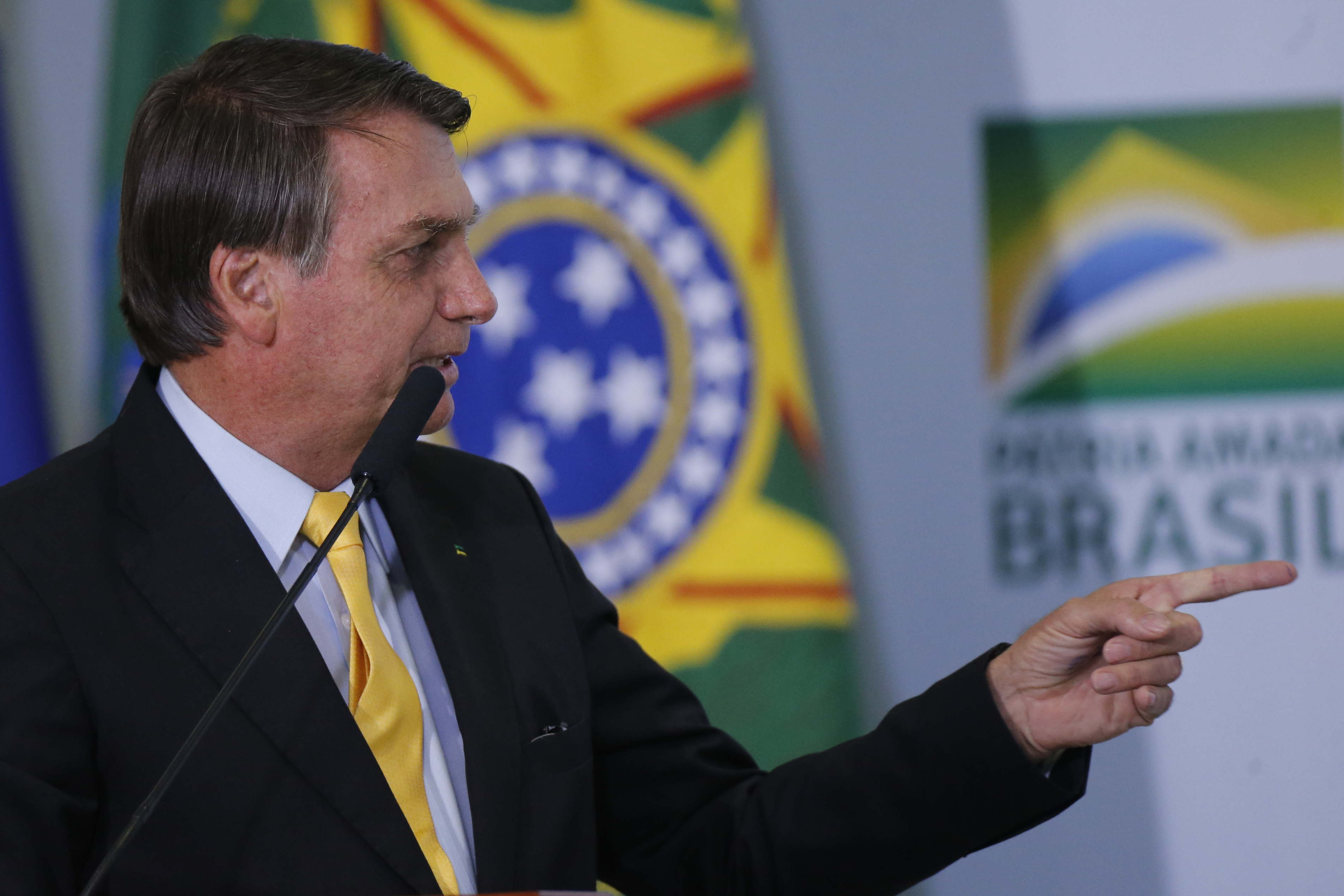 IMAGEM: Bolsonaro sanciona lei que prorroga benefícios fiscais a montadoras
