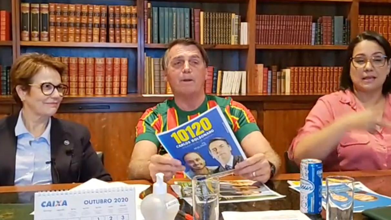 """IMAGEM: Bolsonaro pede votos para Carlos: """"Vai continuar me ajudando aqui em Brasília"""""""