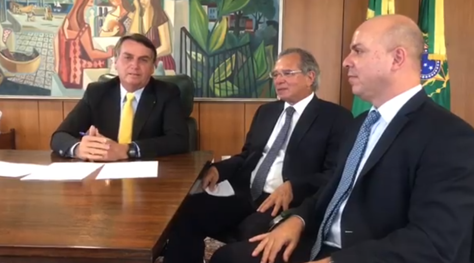 IMAGEM: Bolsonaro assina novo marco legal das startups