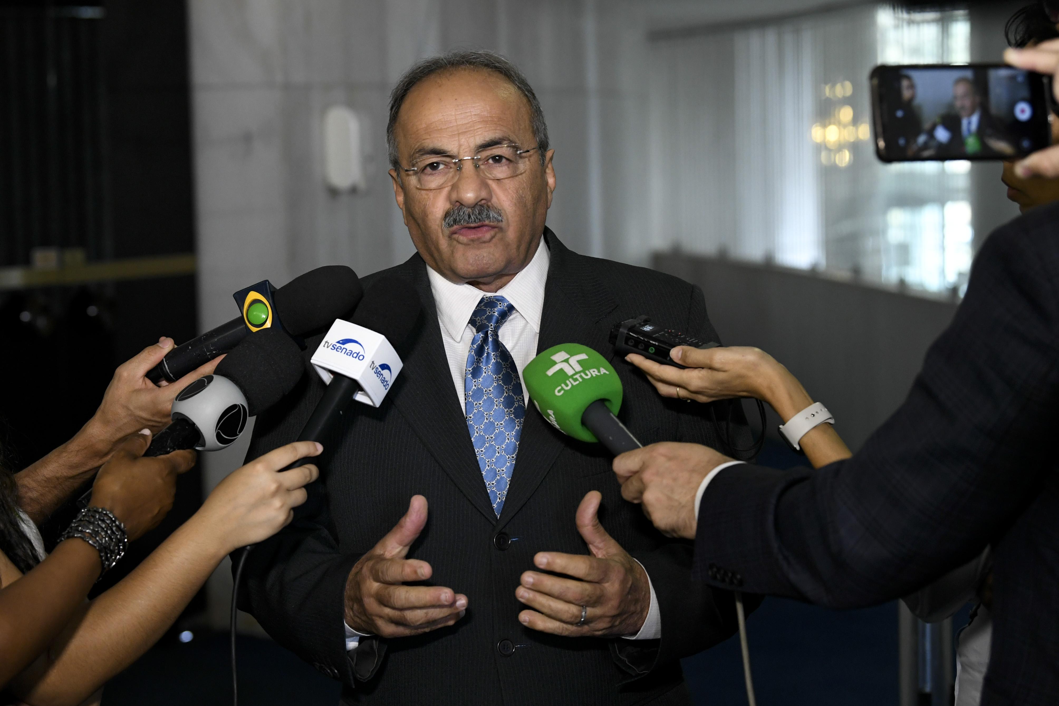 IMAGEM: PF indicia senador do dinheiro nas nádegas