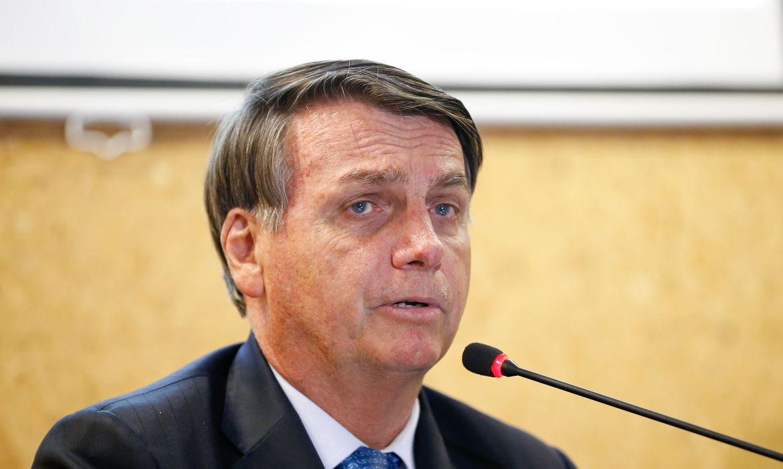 IMAGEM: Bolsonaro sanciona lei que permite até 40 pontos na CNH