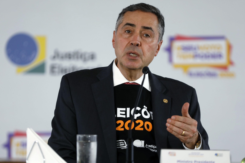 IMAGEM: Voto impresso fará Brasil voltar ao tempo em que pessoas 'comiam votos', diz Barroso