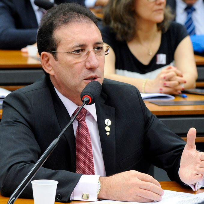IMAGEM: Ex-deputado flagrado com R$ 1,9 milhão em caixa de TV vira réu por lavagem