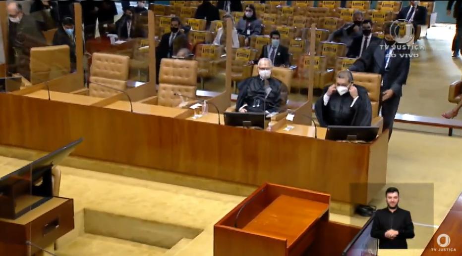 IMAGEM: Kassio ocupa sua cadeira no STF