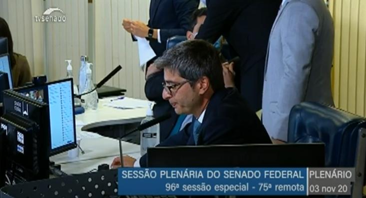 IMAGEM: Senador deixa PSD e se filia ao PL