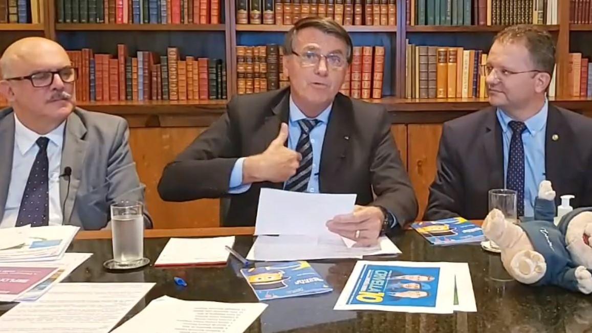 IMAGEM: Bolsonaro agora nega que tenha chamado Covid de gripezinha