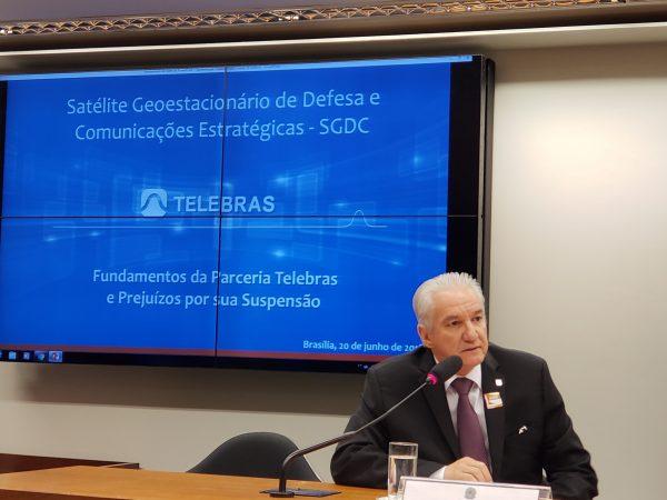 IMAGEM: Bolsonaro entrega a Telebras, não privatizada, para o PSD