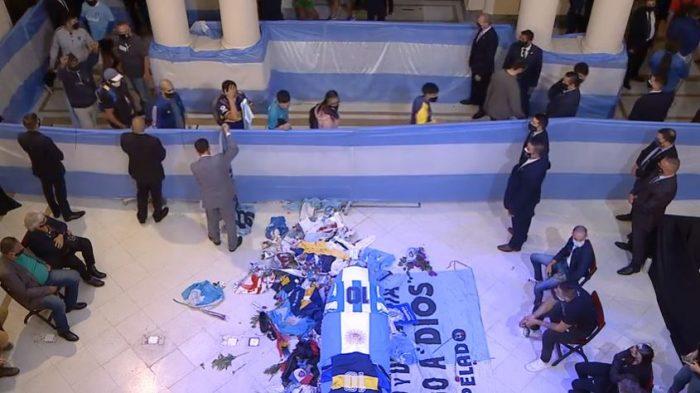 IMAGEM: Velório de Maradona pode causar 'catástrofe sanitária', diz médico