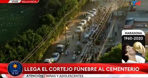 IMAGEM: Cortejo fúnebre de Maradona erra caminho de cemitério e fica preso no trânsito