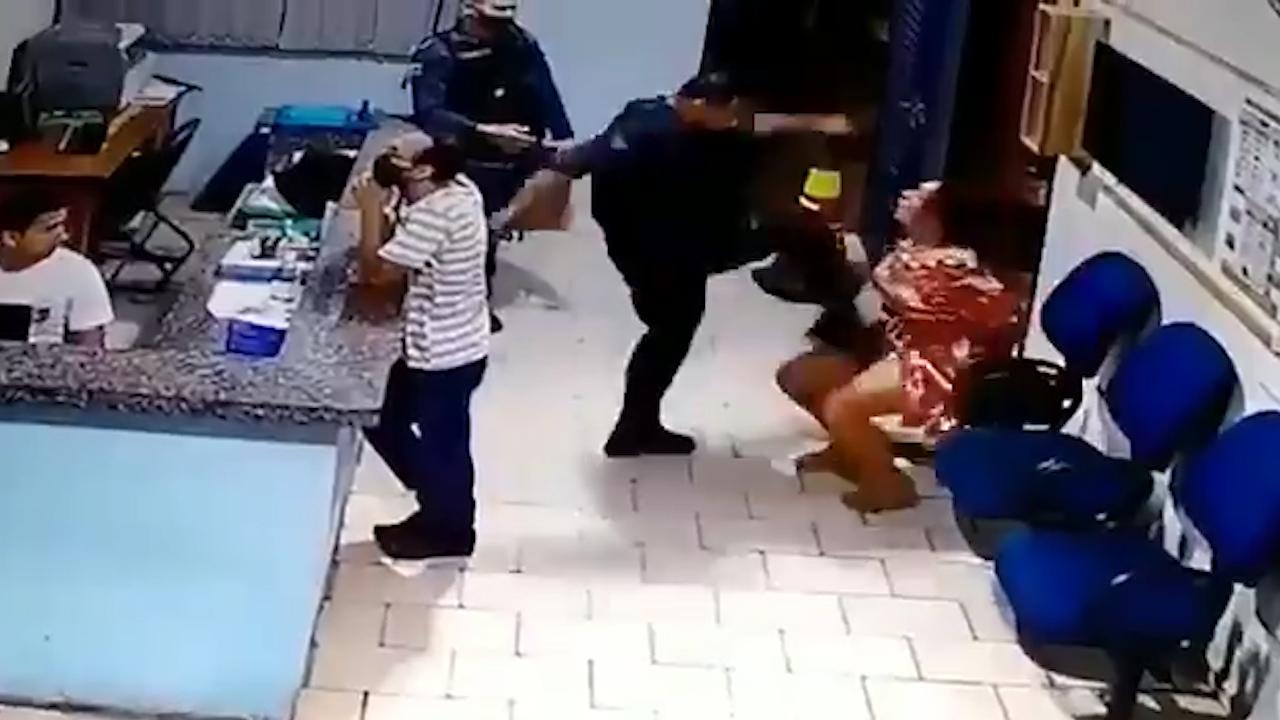 IMAGEM: PM de Mato Grosso do Sul afasta agentes que agrediram mulher algemada
