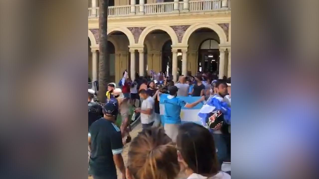 IMAGEM: Velório de Maradona provoca aglomeração e tumulto em Buenos Aires