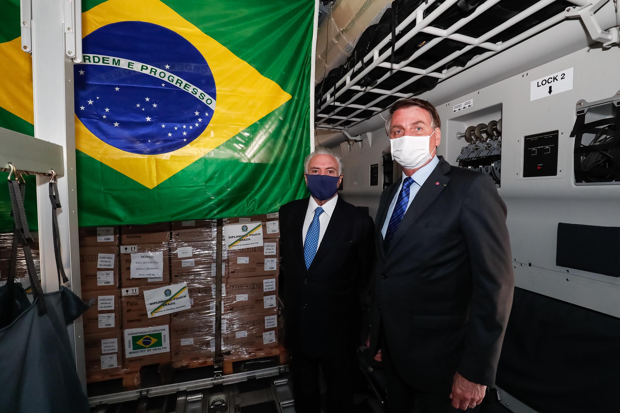 IMAGEM: Temer liga para Bolsonaro após imitação em jantar, diz jornal