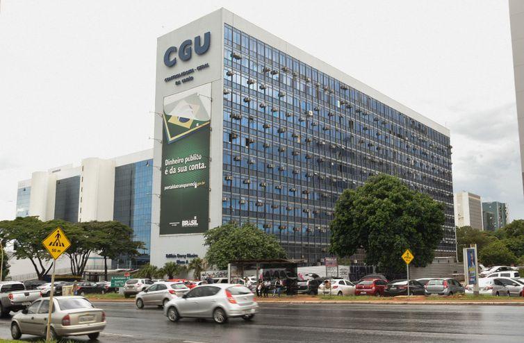 IMAGEM: Governo investiga professores universitários por críticas a Bolsonaro