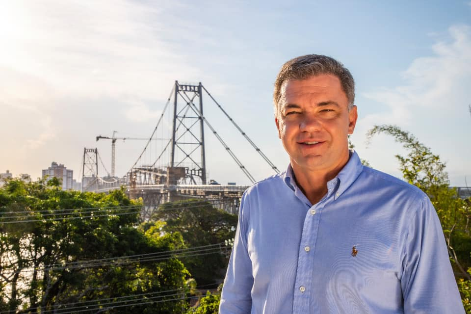 IMAGEM: De Cancún, prefeito de Florianópolis decidiu por novo lockdown