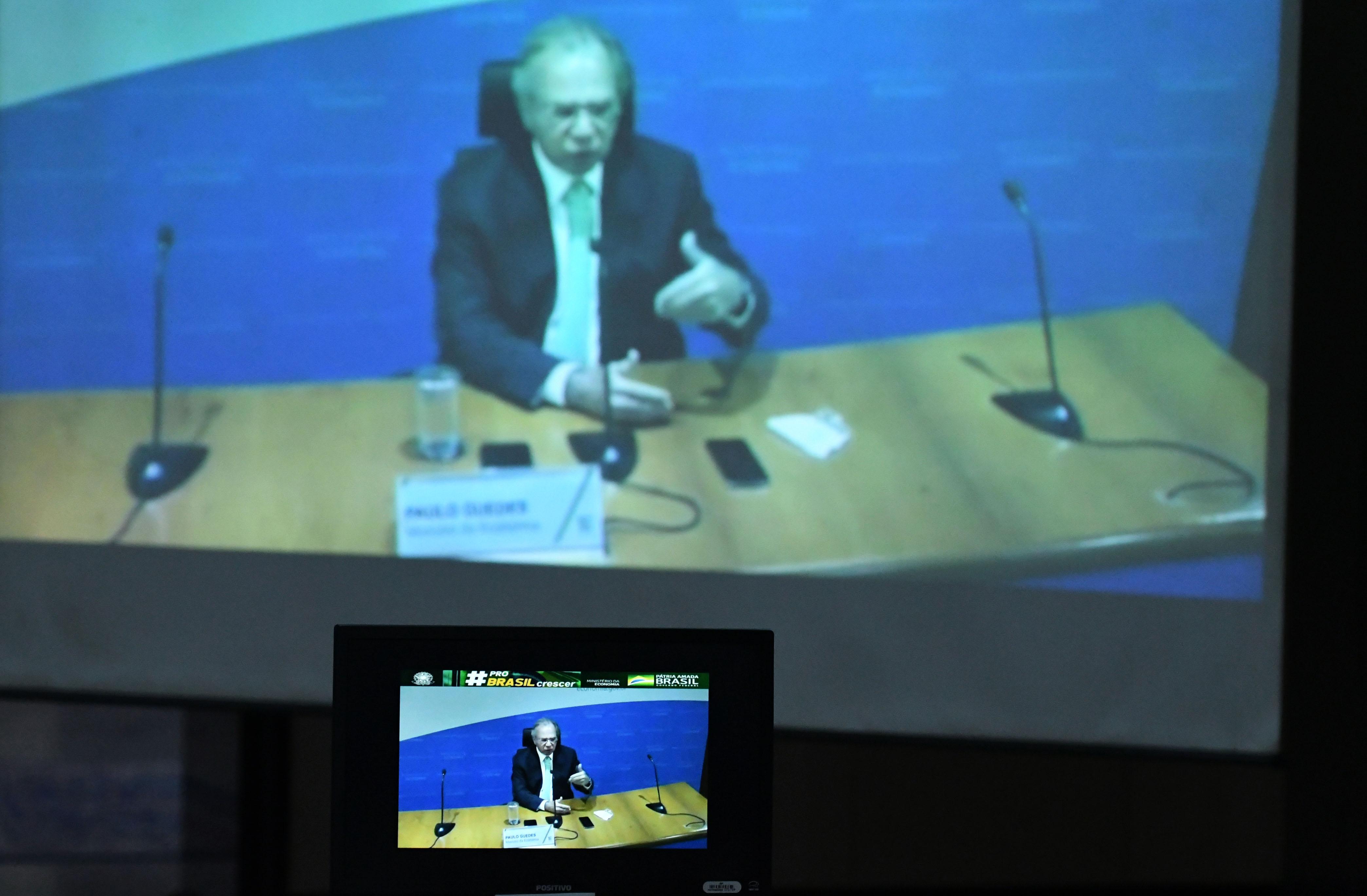 IMAGEM: Hacker invade transmissão de evento com Guedes e expõe pornografia
