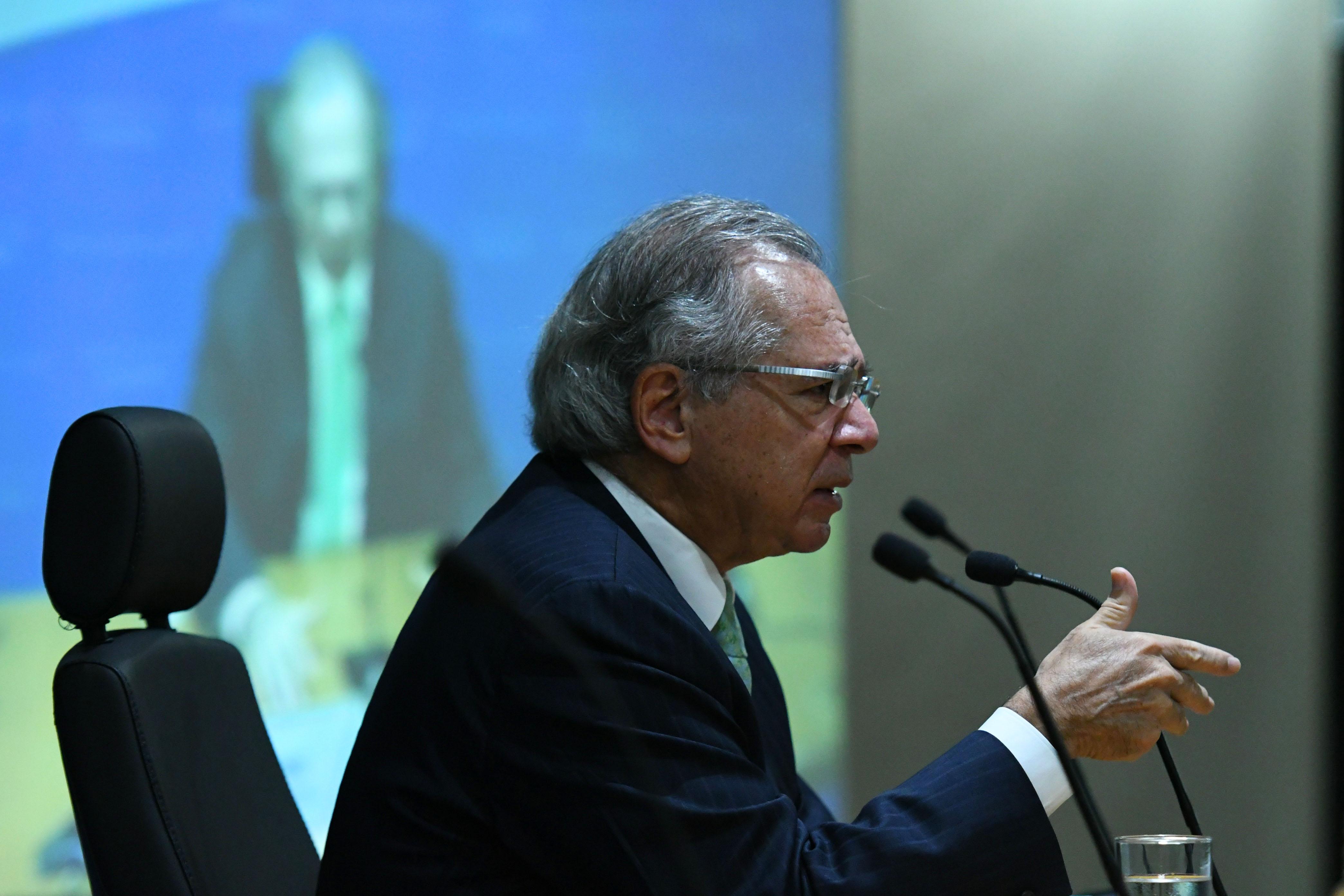 IMAGEM: Guedes aciona Congresso para evitar falta de dinheiro para salários