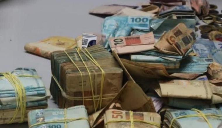 IMAGEM: Operação em penitenciária encontra R$ 140 mil em espécie