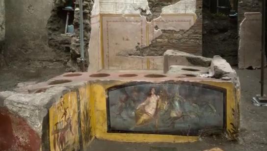 IMAGEM: Arqueólogos descobrem bancada de comida de rua em Pompeia