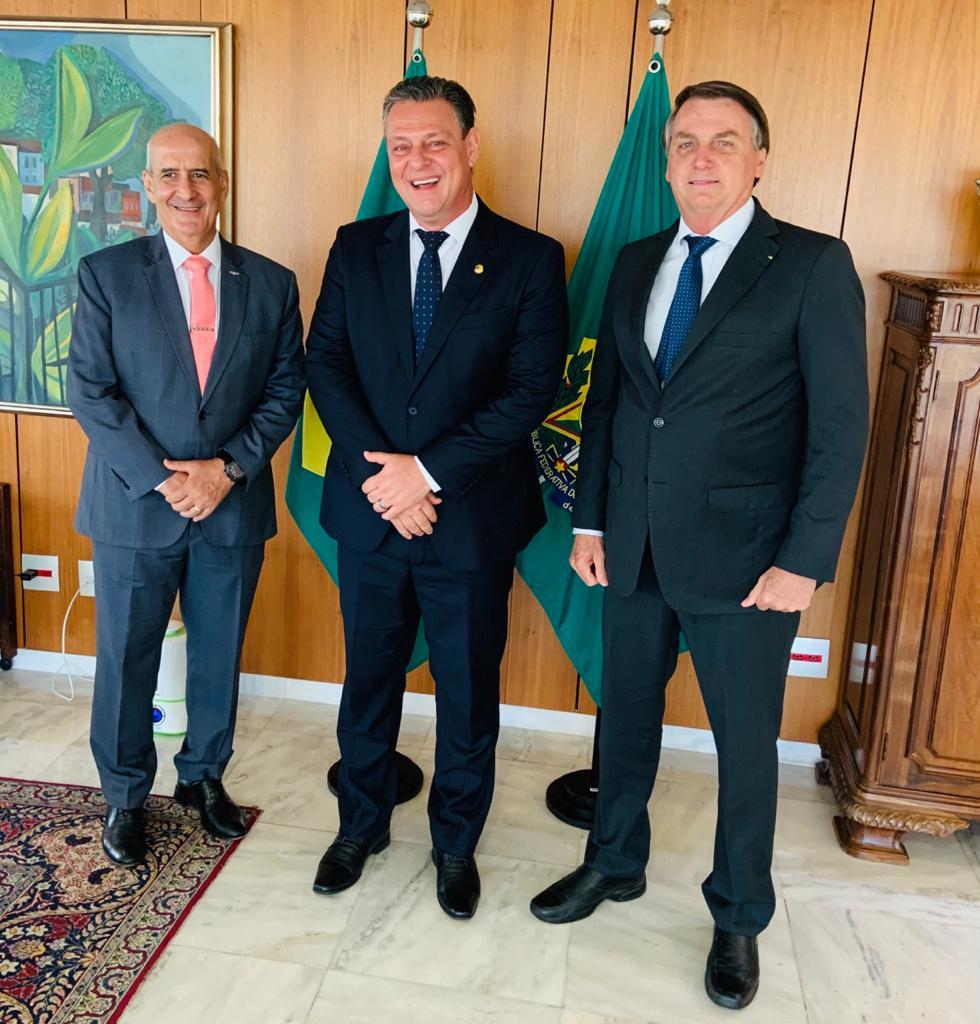 IMAGEM: Após aliada perder nas urnas, Bolsonaro declara apoio a senador