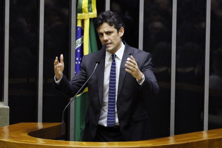 """IMAGEM: """"Ciro ataca Lula, mas não diverge do PT em assunto algum"""""""