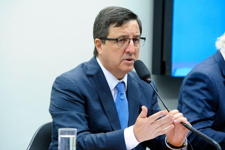 """IMAGEM: Deputado do PSDB fala em """"pressão do governo"""" para votar LDO e critica """"demagogia"""""""