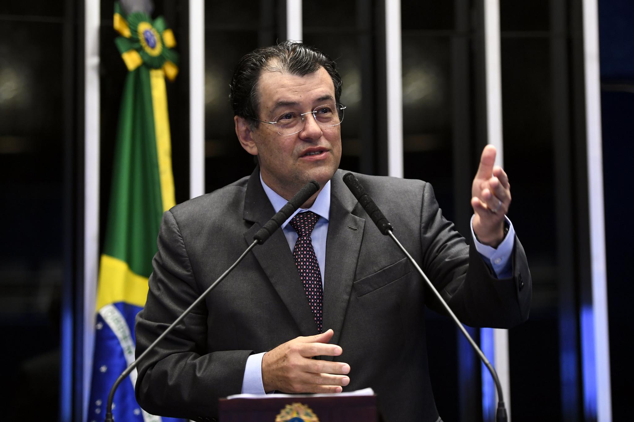"""IMAGEM: Braga nega que o MDB tenha """"rifado"""" Simone: """"Cada um tem um voto"""""""