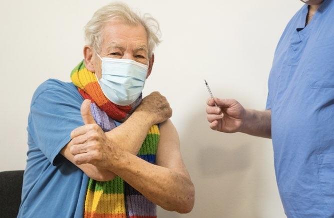 IMAGEM: Gandalf vacinado
