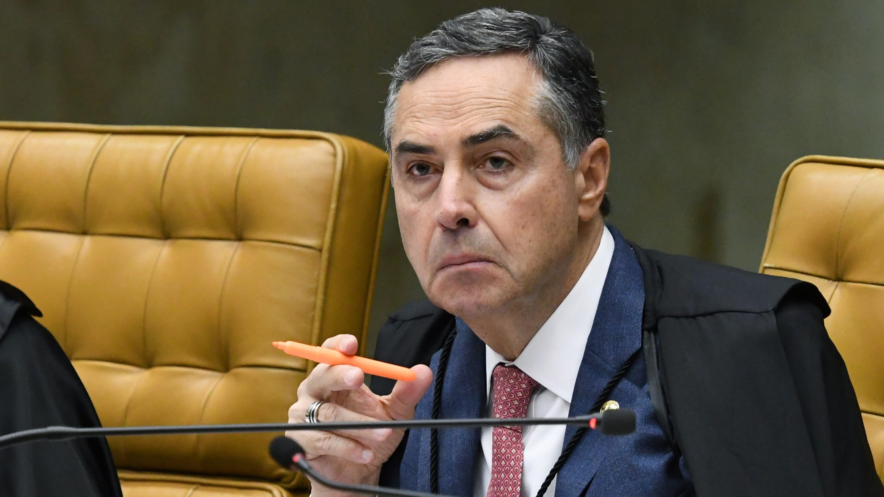 """IMAGEM: """"Ouvi de diretor de banco que havia achaque a cada 2 anos por doações eleitorais"""", diz Barroso"""