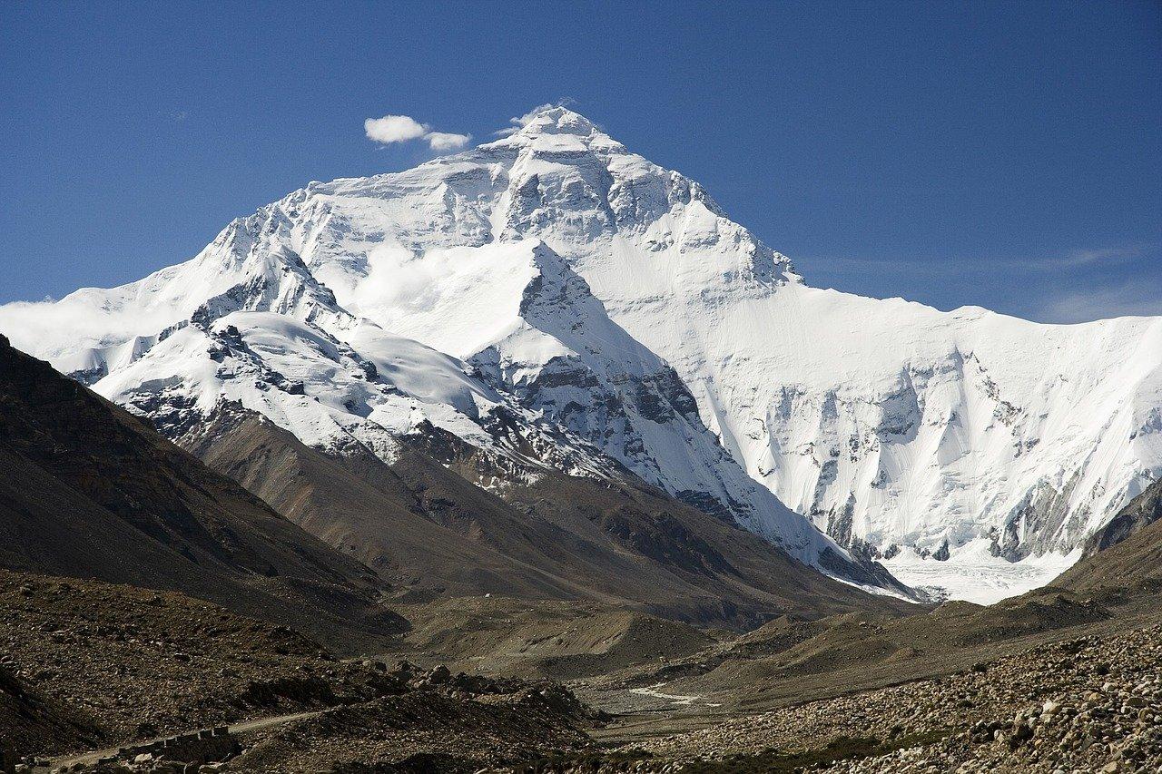 IMAGEM: China e Nepal chegam a consenso e 'revisam para cima' altura do Everest