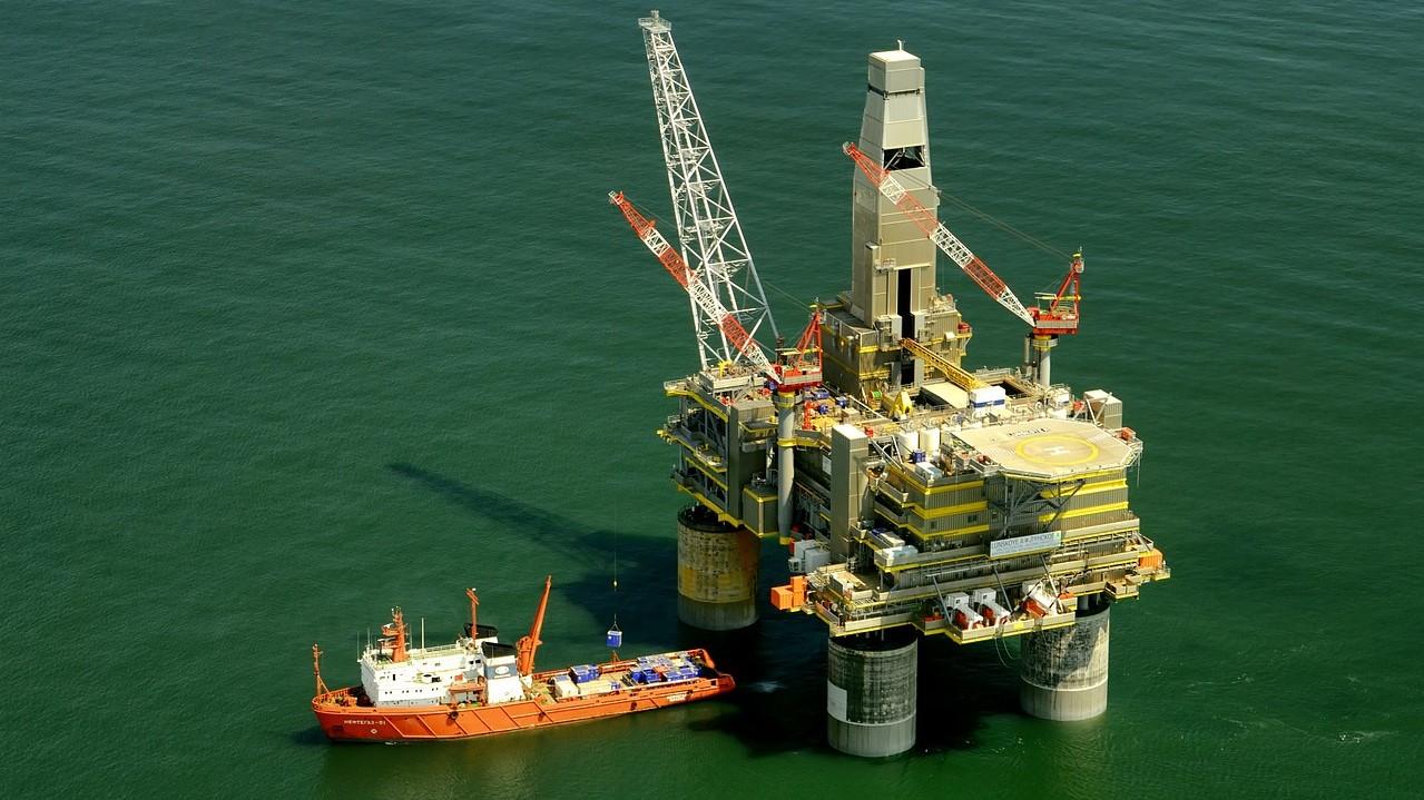 IMAGEM: Avanço da pandemia derruba preço do petróleo