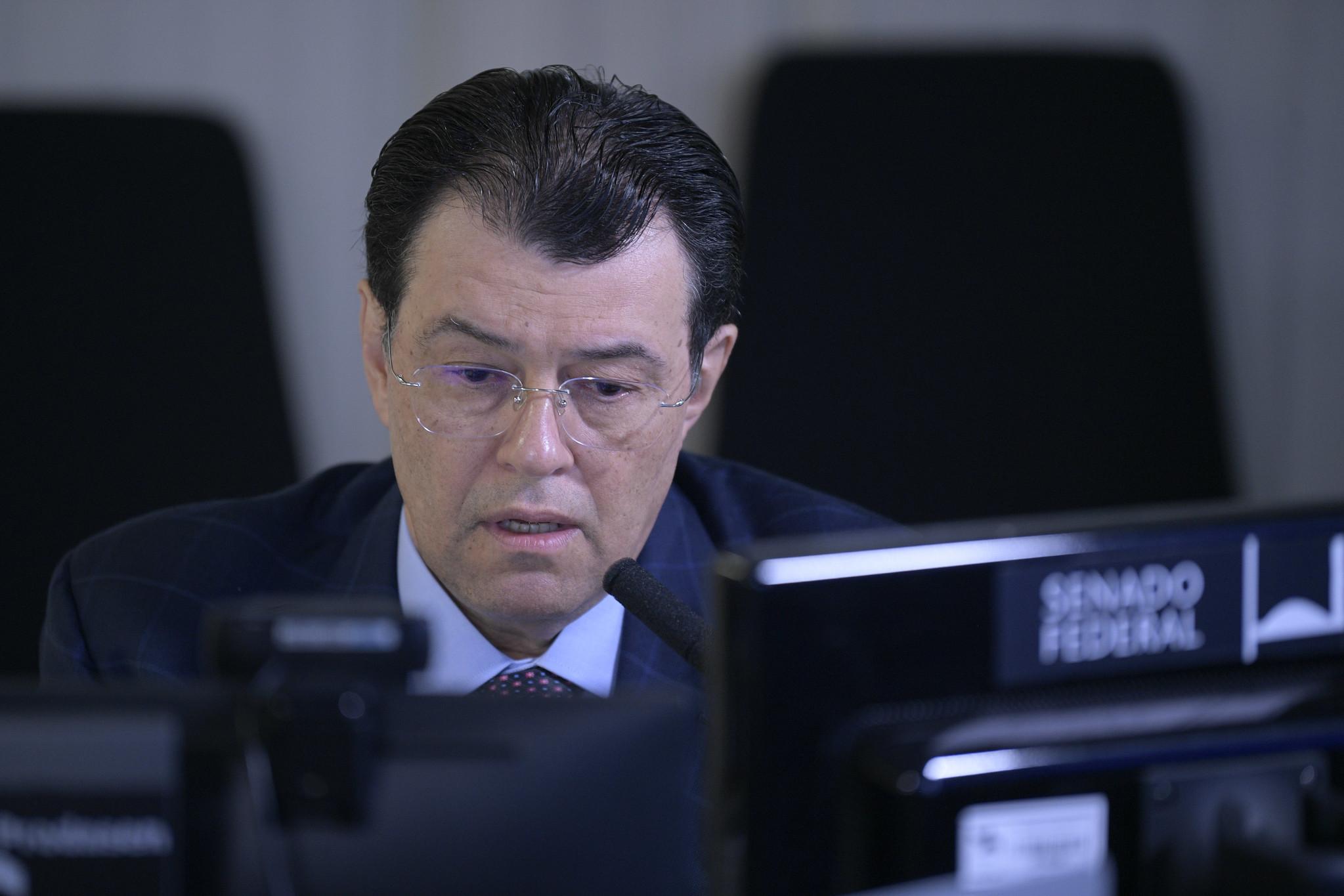 IMAGEM: Eduardo Braga defende que CPI acione FBI para obter dados da Davati