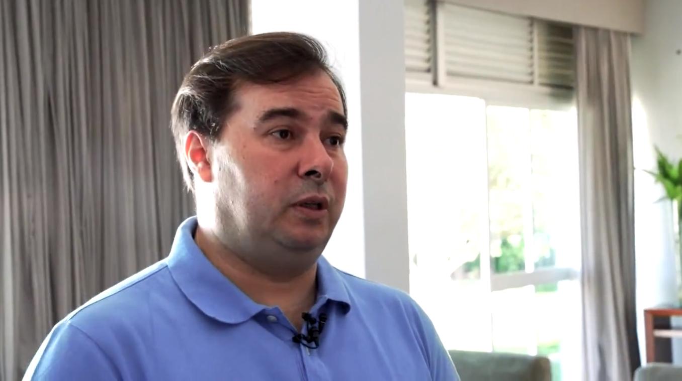 IMAGEM: Maia: 'Bolsonaro colocou um incompetente para cuidar do principal problema do Brasil'