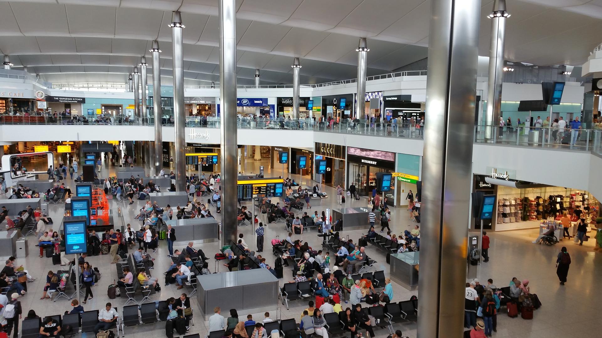 IMAGEM: Brasil proíbe voos vindos do Reino Unido
