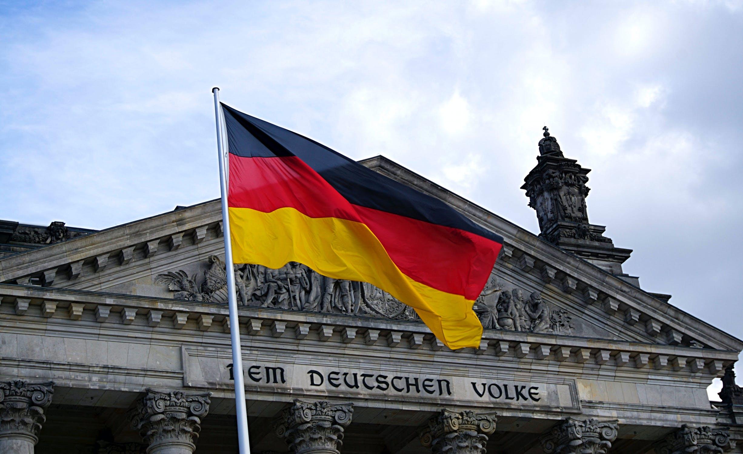 IMAGEM: Alemanha proíbe Sturmbrigade 44, grupo neonazista