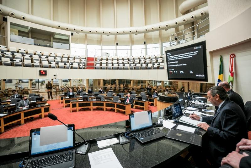 IMAGEM: Assembleia de Santa Catarina aprova volta de aulas presenciais