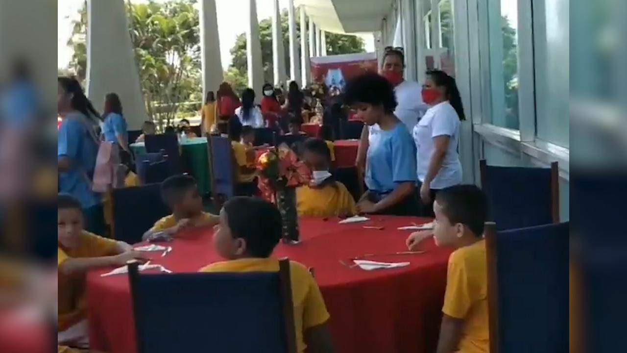 IMAGEM: Michelle faz almoço para crianças carentes no Alvorada