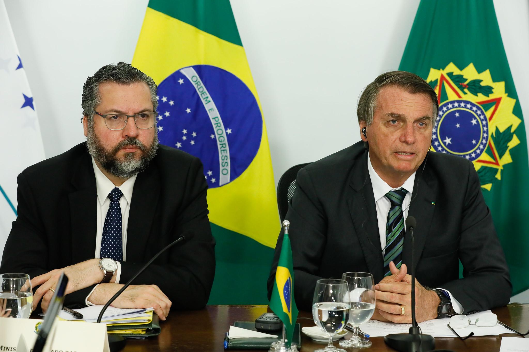 """IMAGEM: Acuado por senadores, Ernesto Araújo diz: """"Incomodo bastante"""""""