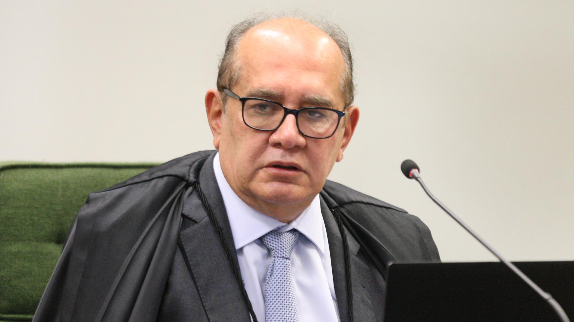 Gilmar Mendes toma segunda dose da vacina contra Covid