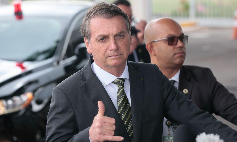 """IMAGEM: Bolsonaro agora defende vacina """"para dar mais conforto à população"""""""