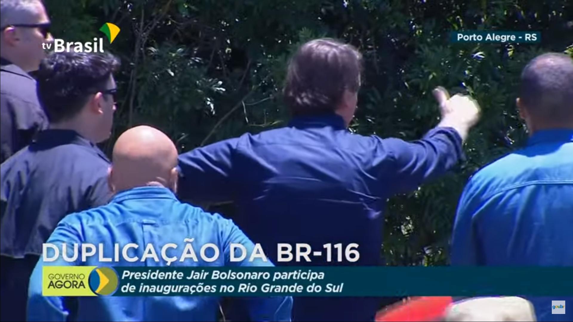 IMAGEM: TV Brasil mostra Bolsonaro acenando em estrada por 10 minutos