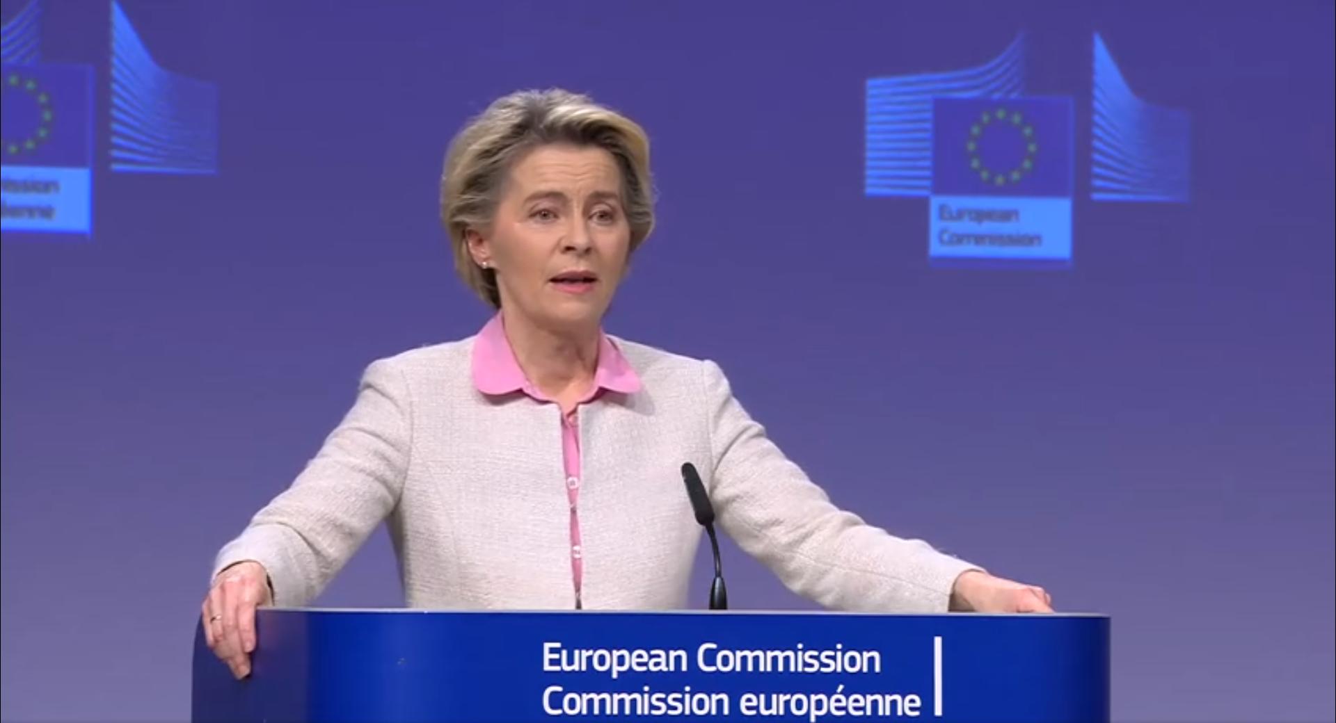 """IMAGEM: """"Valeu a pena lutar por este acordo"""", diz presidente da Comissão Europeia"""
