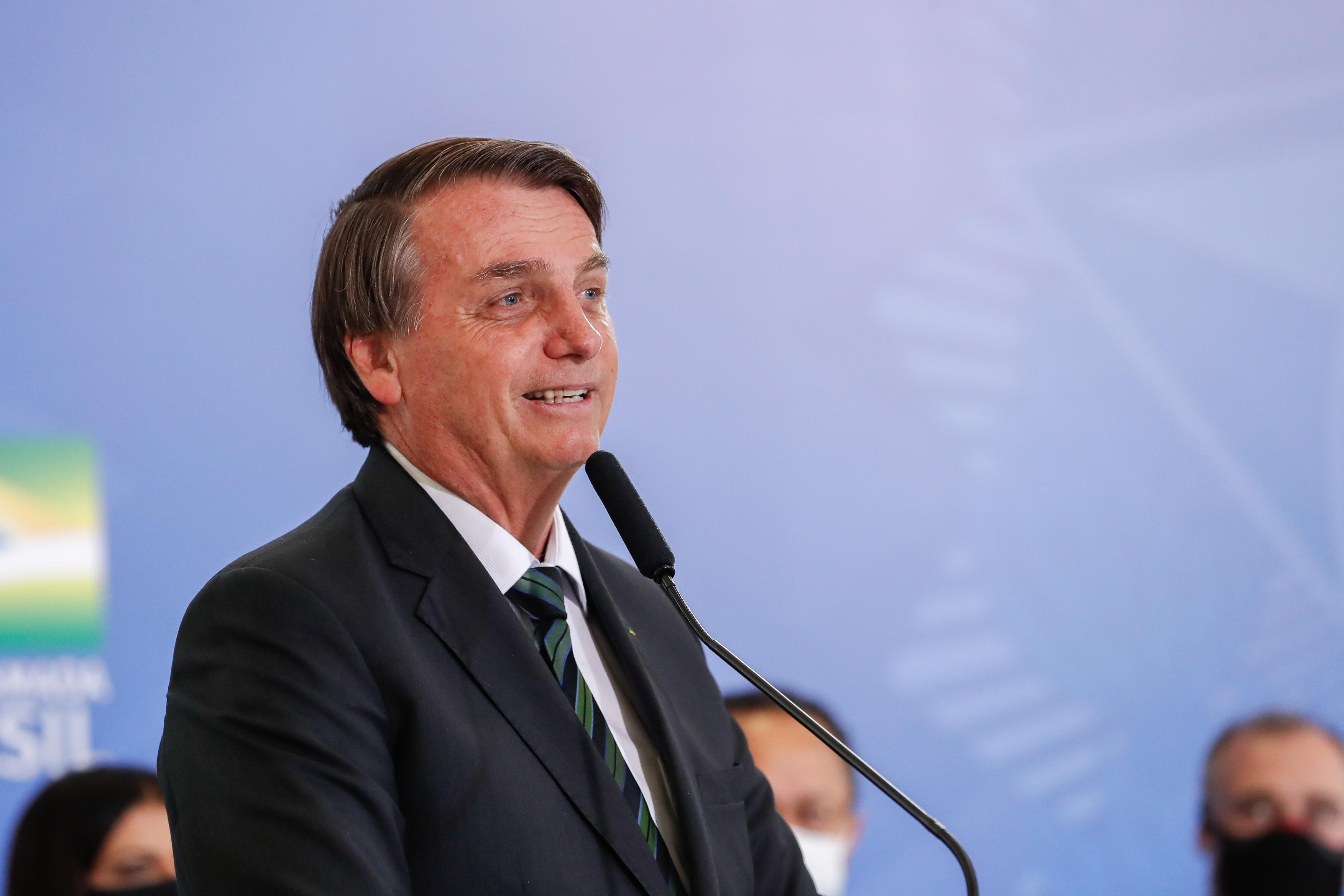 IMAGEM: Bolsonaro continua a sabotar o isolamento