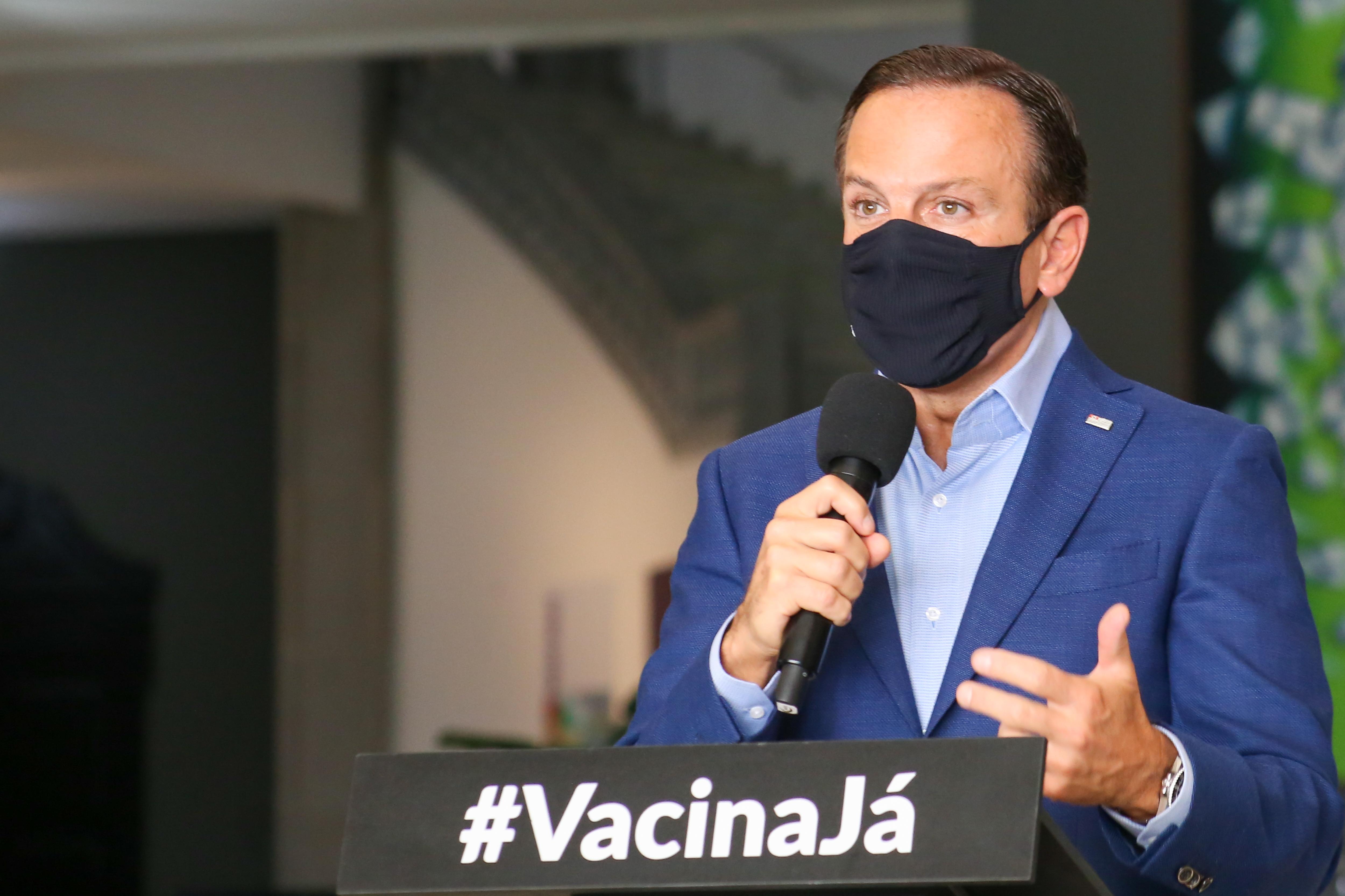 """IMAGEM: Doria: """"Vou te vacinar também. E com calça apertada"""""""