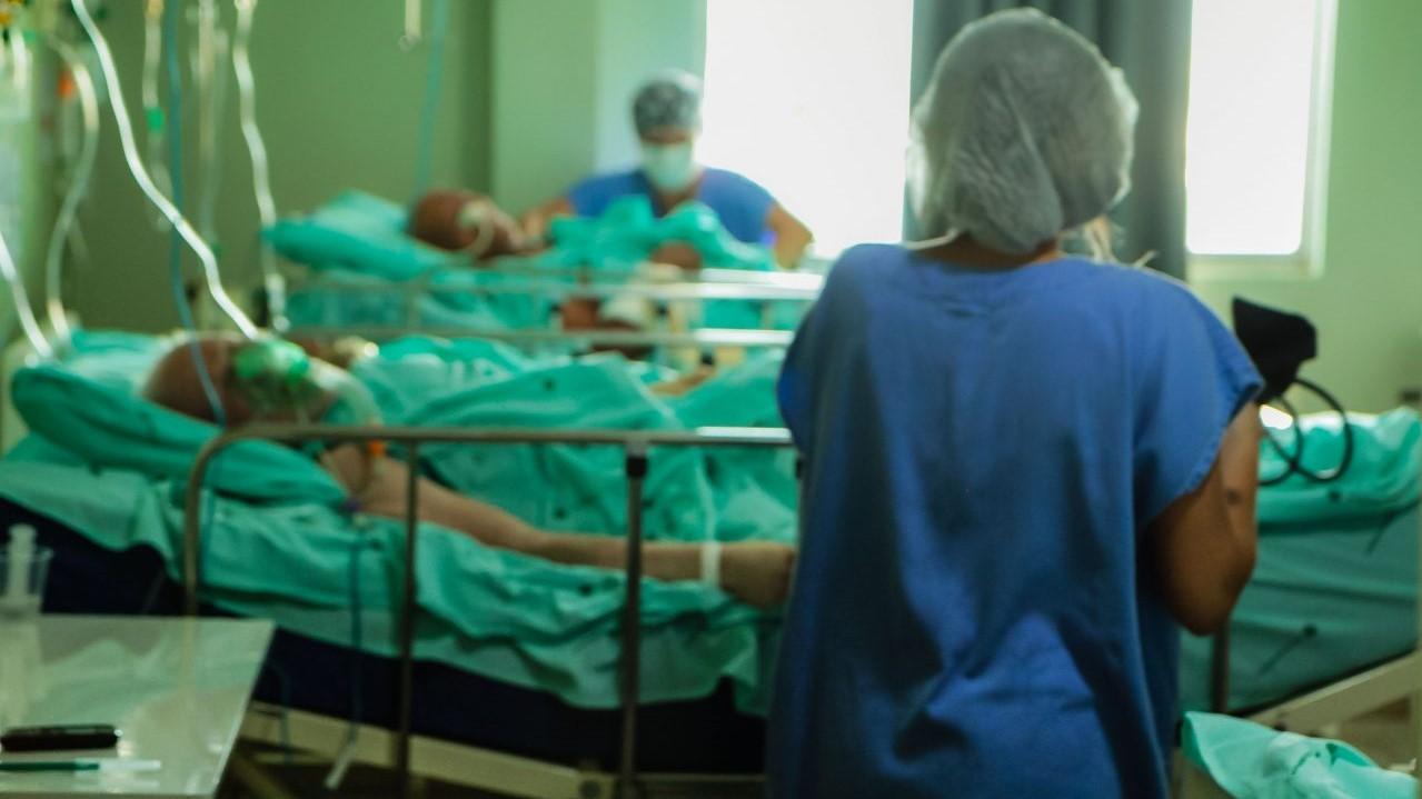 IMAGEM: Brasil tem segunda maior média de mortes da epidemia