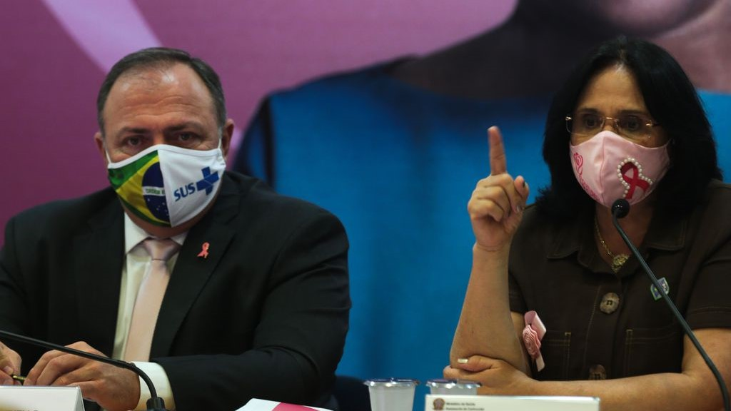 IMAGEM: Damares reúne equipe para articular socorro a bebês de Manaus
