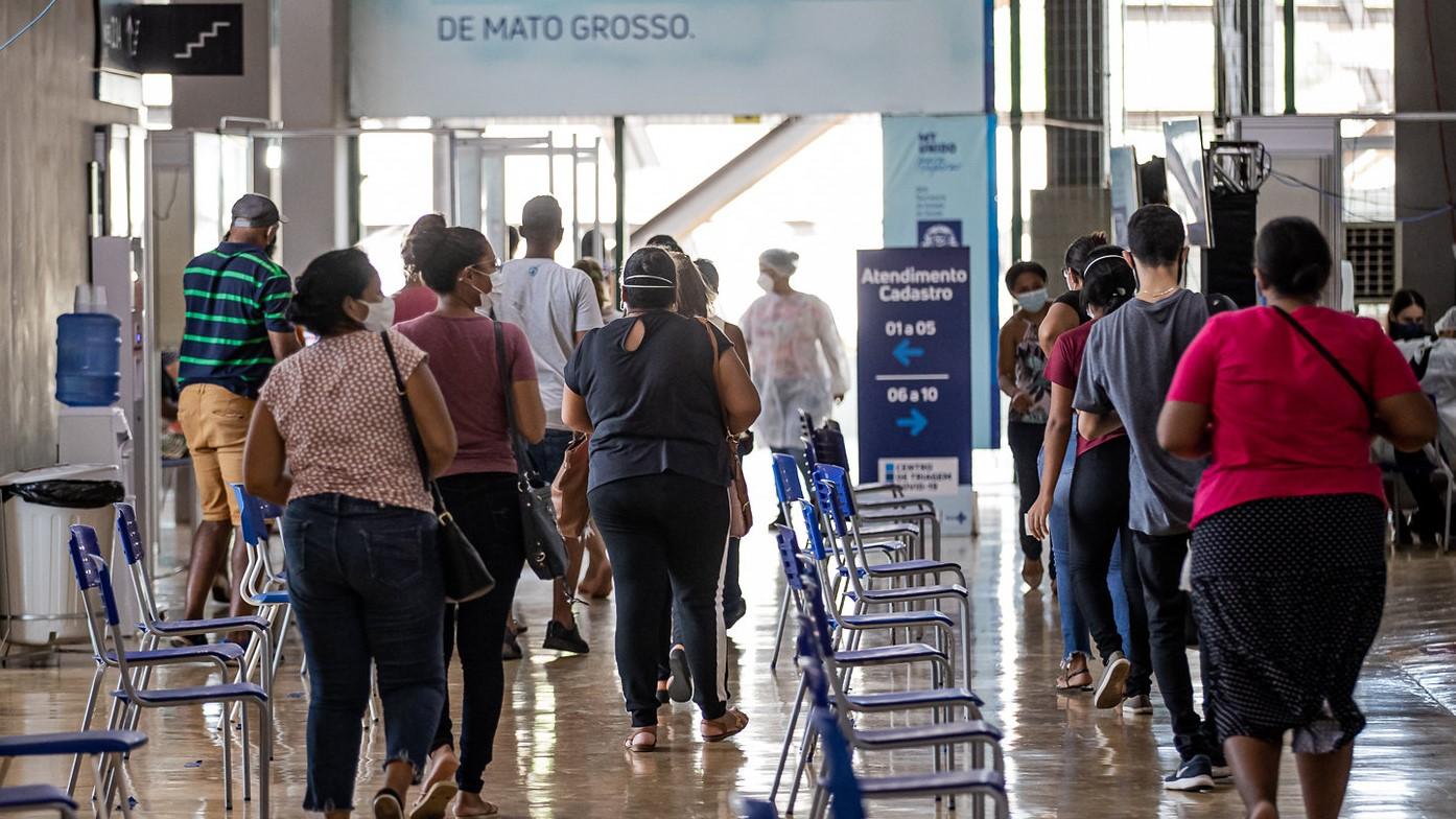 IMAGEM: Cuiabá tem fila em estádio para testes de Covid