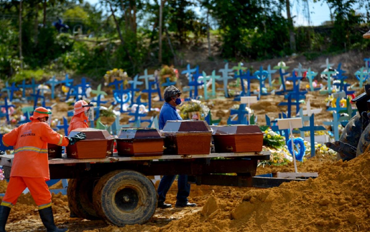 IMAGEM: Covid: mortes em março no Brasil foram o dobro do auge da 1ª onda