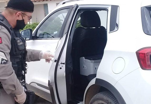 IMAGEM: PM recupera carro roubado com 70 doses de vacina na PB