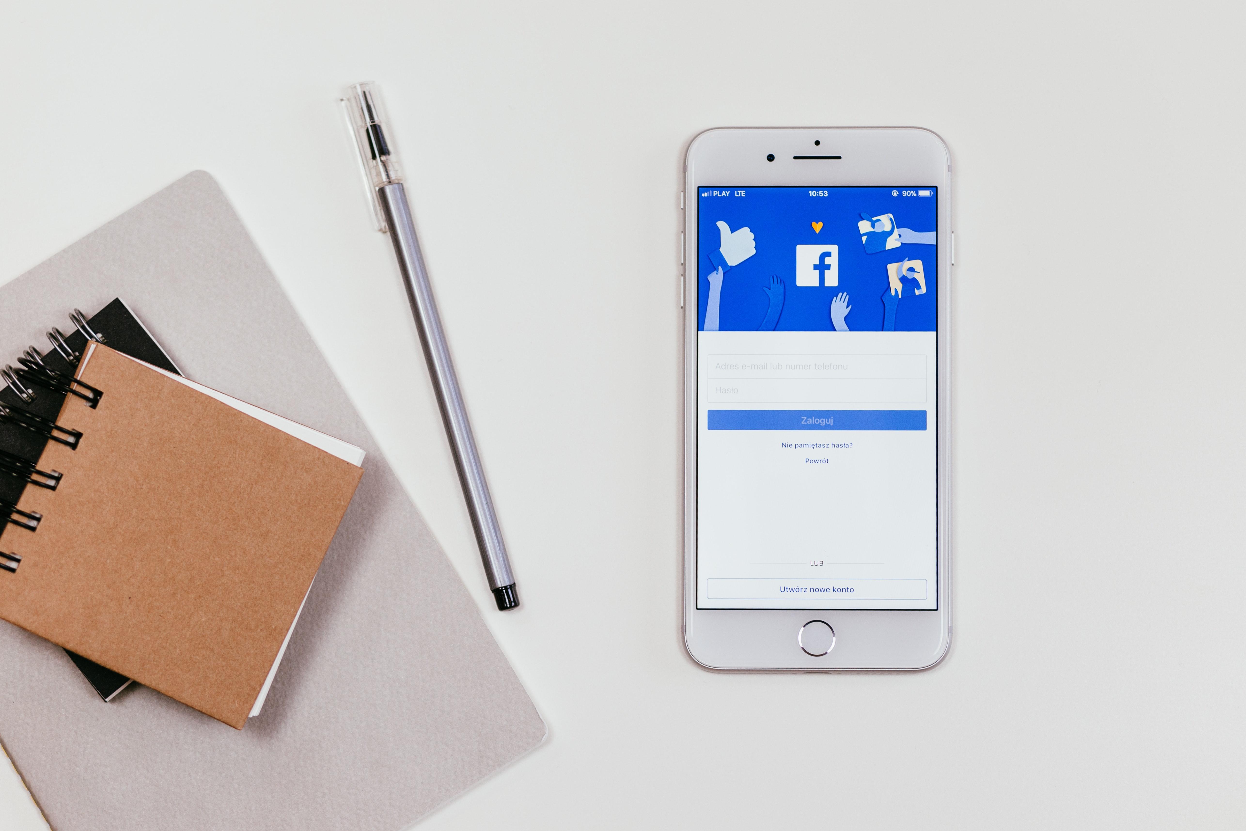 IMAGEM: Facebook encaminha suspensão de Trump para 'comitê independente'
